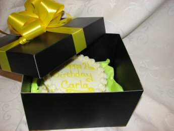 gift wrappe box cake