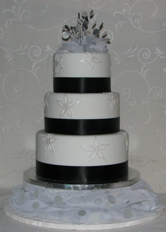 Wellington Cakes - Black and Silver Wedding Cake